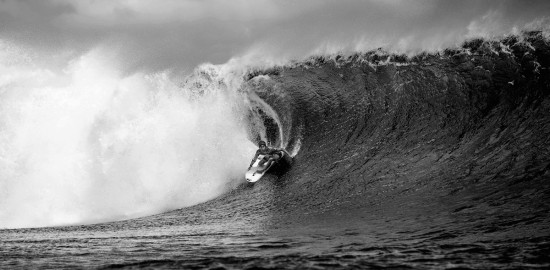 jeremy-flores-teahupoo-black-and-white